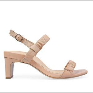 Bared Motmot light tan sandals Size 40 (9-9.5 US)